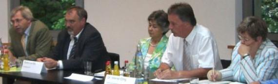 """Podiumsdiskussion """"Foerdern und Fordern – Pro und Kontra Einheitsschule"""""""